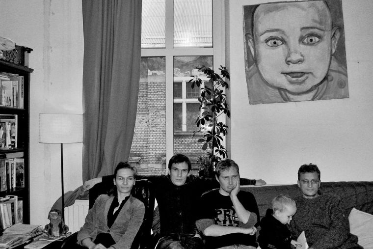 Artyści Zaściankowi, pierwszy skład: Beata Majewska, Bartosz Milewski, Karol Wilk, Tadeusz Bałakier oraz Antoś Milewski (maskotka grupy), Kraków październik 2007 Foto: Agata Grzegorczyk-Milewska